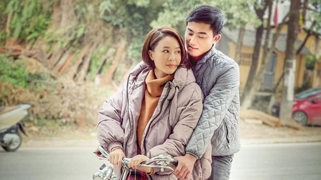 Loạt ảnh Hồng Diễm - Doãn Quốc Đam tình cảm ở hậu trường 'Hướng dương ngược nắng'