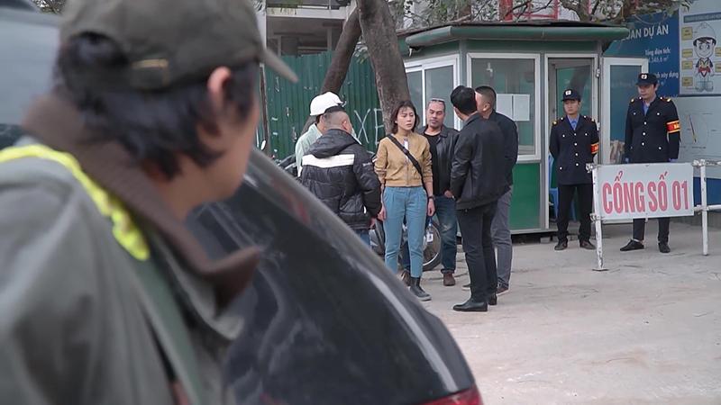 VIDEO 'Hương vị tình thân': Long bắt gặp cảnh Nam bị giang hồ vây quanh đòi nợ