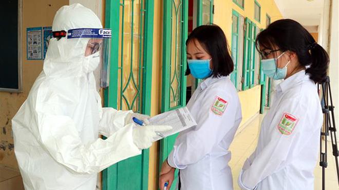 Dịch Covid-19: Xét nghiệm cho hơn 1.000 giáo viên và học sinh ở Nam Định