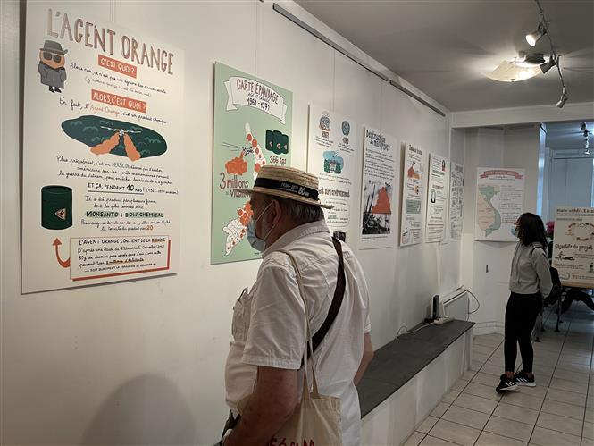 Triển lãm đồ họa về chất độc da cam/dioxin ở Việt Nam lần đầu diễn ra tại Pháp