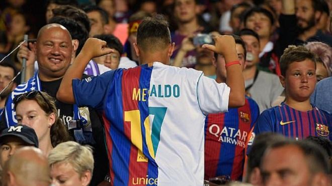 Chiếc áo ghép Messi và Ronaldo xuất hiện ở 'Kinh điển' và gây sốt
