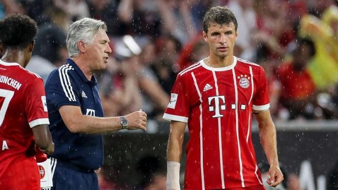 Bayern Munich hỗn loạn: Mueller đòi đến M.U, CEO chỉ trích và đe doạ Lewandowski