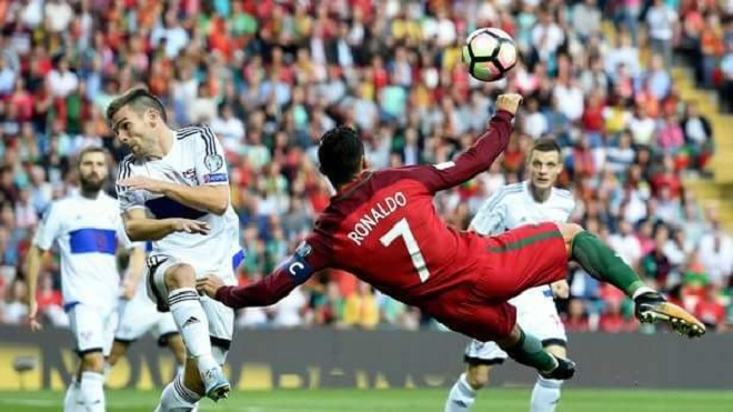 Xem lại siêu phẩm của Cristiano Ronaldo trong ngày vượt qua Pele
