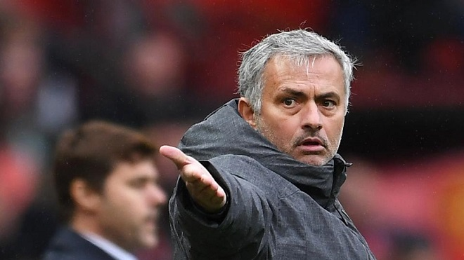 Mourinho bị tố không hề tin tưởng các trung vệ của M.U