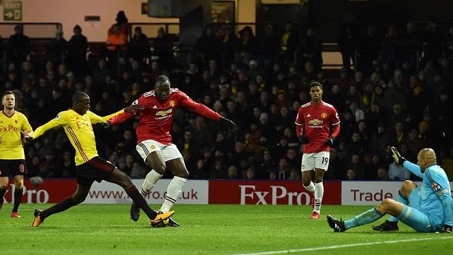 KHÔNG TIN NỔI: Lukaku lúng túng, bỏ lỡ cơ hội ghi bàn mười mươi vào lưới Watford