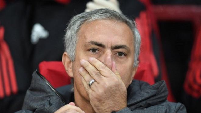 Mourinho: 'Trần đời tôi chưa thấy ai phải tiêm 6 mũi để đá giao hữu như Phil Jones cả'