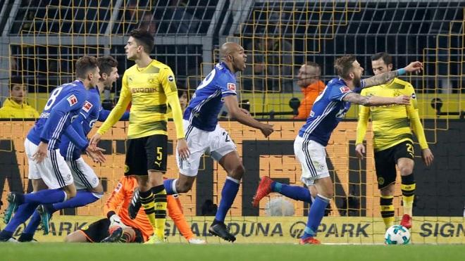Dẫn trước 4-0 sau 25 phút, Dortmund vẫn để đối thủ chia điểm