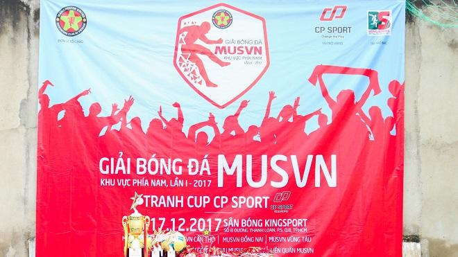 1.000 ngày quen nhau, fan 'Quỷ đỏ' tỏ tình ở giải bóng đá MUSVN miền nam