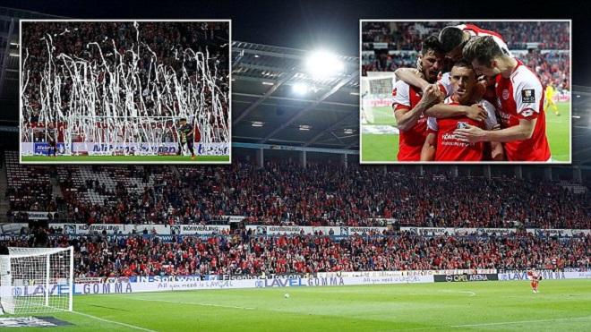 HY HỮU ở Bundesliga: Trọng tài bắt 2 đội quay lại sân đá 11m sau khi kết thúc hiệp 1