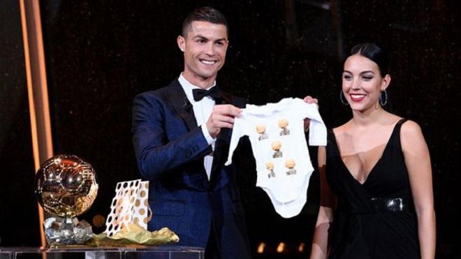 CẬP NHẬT tối 29/4: Ronaldo sắp lên xe hoa. Liverpool tăng lương gấp đôi cho Salah. Ancelotti từ chối tuyển Italy