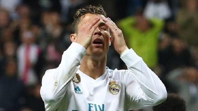 Ronaldo bị chế nhạo vì bỏ lỡ cơ hội ghi bàn khó tin trước Bayern