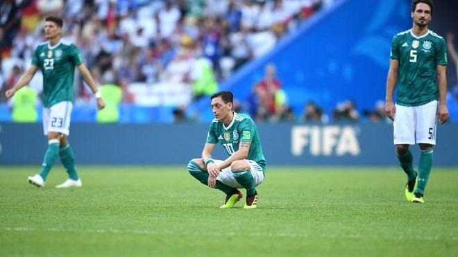 Gary Neville: 'Chưa bao giờ Đức non nớt và ngây thơ như vậy'