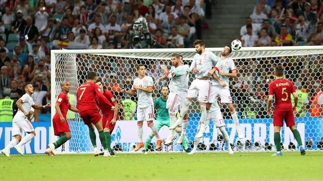 HOÀN HẢO!!! Cú đá phạt thần sầu của Ronaldo vào lưới Tây Ban Nha