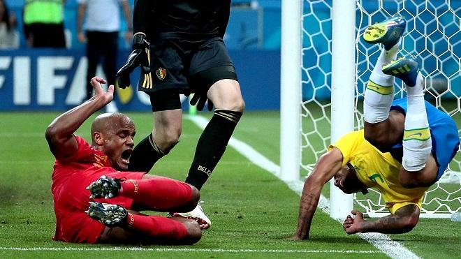 Trọng tài bị chỉ trích nặng nề vì không dùng VAR khiến Brazil mất 1 quả penalty