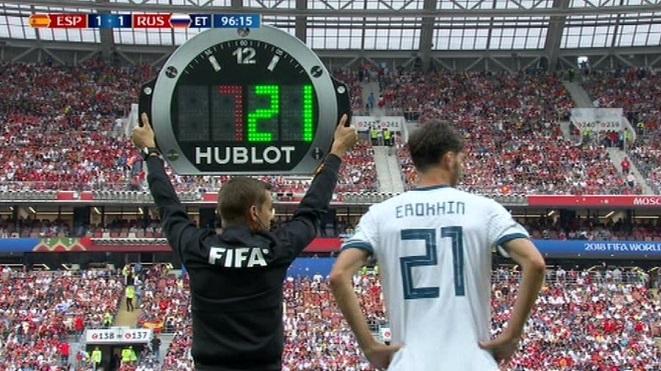 Tiền vệ của Nga đi vào lịch sử World Cup ở trận đấu với Tây Ban Nha
