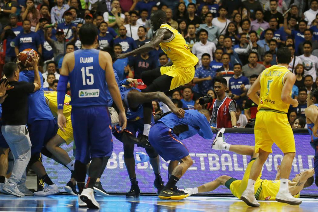 bóng rổ, 10 cầu thủ bóng rổ Philippines bị phạt nặng, cầu thủ bóng rổ Philippines và Australia đánh nhau, FIBA, cầu thủ bóng rổ Philippines và Australia ẩu đả