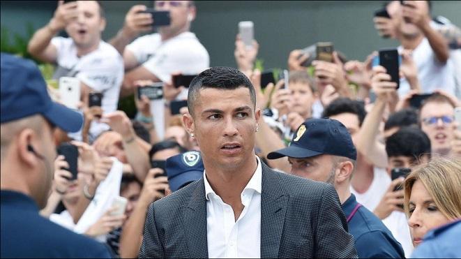 Ronaldo ra mắt Juventus: Gây sốt khủng khiếp, che mờ Pháp vô địch World Cup