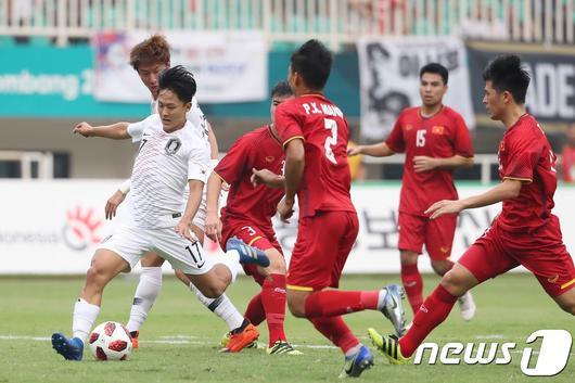 Với  HLV Park Hang Seo, Văn Quyết cực quan trọng với tuyến giữa U23 Việt Nam