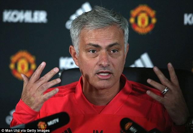 Jose Mourinho cáo buộc các bình luận viên nói dối trắng trợn về mình