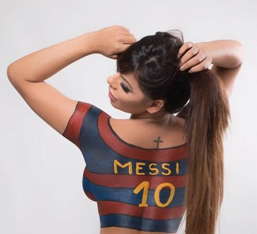 Hoa hậu siêu vòng 3 lại 'khoe thân' sau khi được Messi bỏ chặn trên mạng xã hội