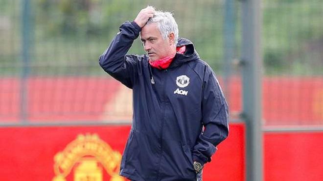 CẬN CẢNH: Mourinho đăm chiêu và xa lánh học trò trong buổi tập mới nhất cùa M.U
