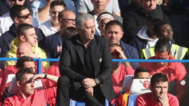 Mourinho điều tra nội bộ sau khi M.U bị lộ đội hình trận gặp Chelsea