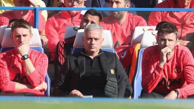 Mourinho tha thứ cho trợ lý của Chelsea, tố trọng tài bù giờ quá nhiều