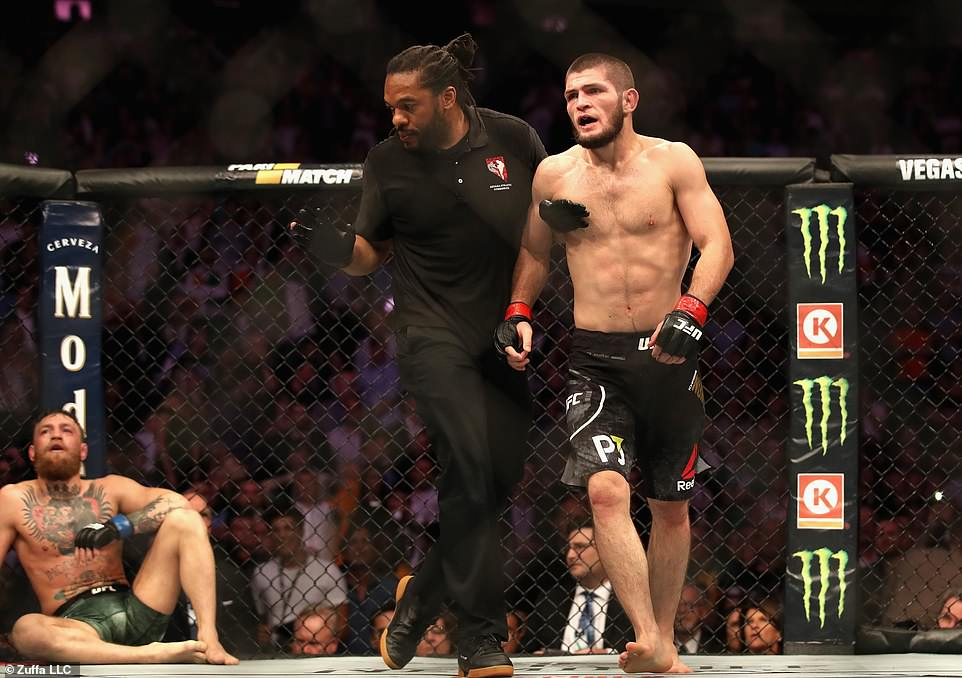 Hỗn chiến ở UFC, 3 bạn tập của Nurmagomedov bị tống vào tù vì tấn công McGregor