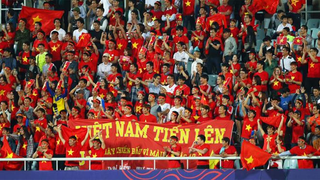 CĐV Việt Nam tới Philippines để cổ vũ cho đội tuyển bằng cách nào?