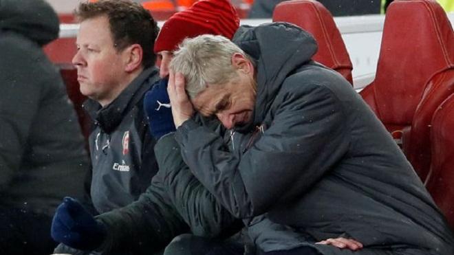 Carragher: 'Fan Arsenal chán đến mức vô cảm. Wenger đáng bị sa thải ngay và luôn'