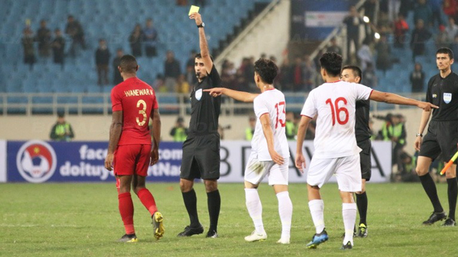 Xem lại các tình huống tiền đạo Indonesia khiêu khích và chơi đòn tâm lý với U23 Việt Nam