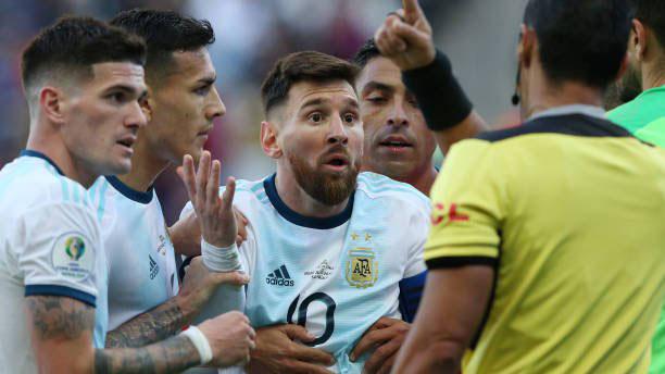 Messi, Argentina, Chile, Messi dính thẻ đỏ, Medel, Argentina vs Chile, Copa America 2019, kết quả Copa America 2019