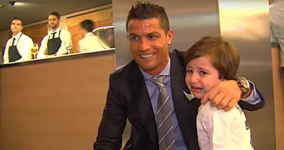 Tin tức bóng đá, Bong da, Tin bong da, Ronaldo làm từ thiện, Cristiano Ronaldo, bóng đá, bong da hom nay, Ronaldo, Ronaldo giảm lương, Ronaldo hiến máu, CR7, từ thiện