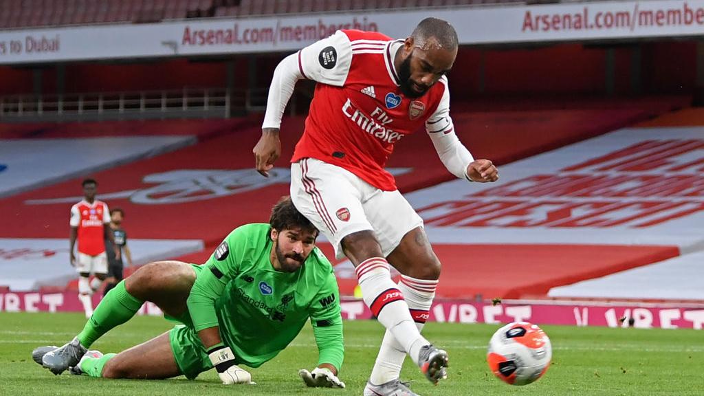 Arsenal 2-1 Liverpool: Hàng thủ sai lầm, Liverpool hết hy vọng phá kỷ lục của Man City