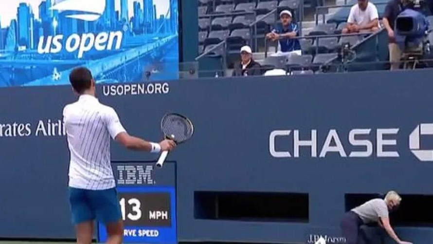 Góc quay rõ ràng 'tố cáo' Djokovic đáng bị loại khỏi US Open 2020