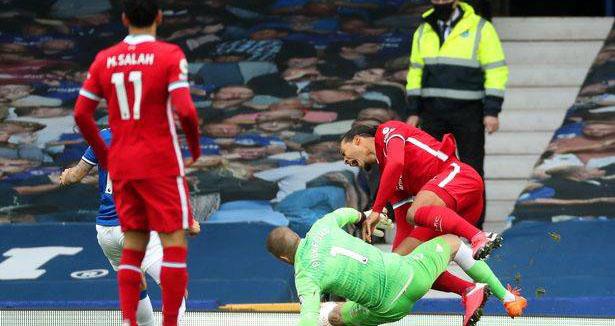 Liverpool, bóng đá anh, bong da, Van Dijk, trực tiếp bóng đá, bóng đá hôm nay, Pickford, everton, liverpool, phạm lỗi, VAR