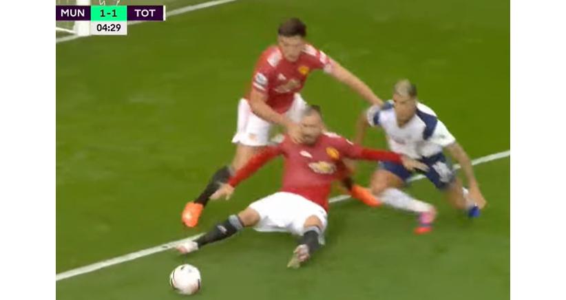 MU, manchester united, bóng đá, bóng đá hôm nay, trực tiếp bóng đá, sai lầm phòng ngự, thảm hoạ phòng ngự, harry maguire, Basaksehir