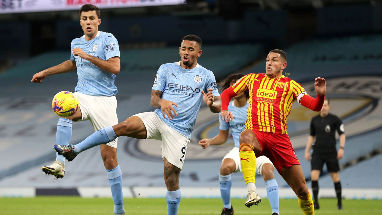 Man City: Hàng công khô hạn bàn thắng, cả Aguero và Jesus đều gặp vấn đề
