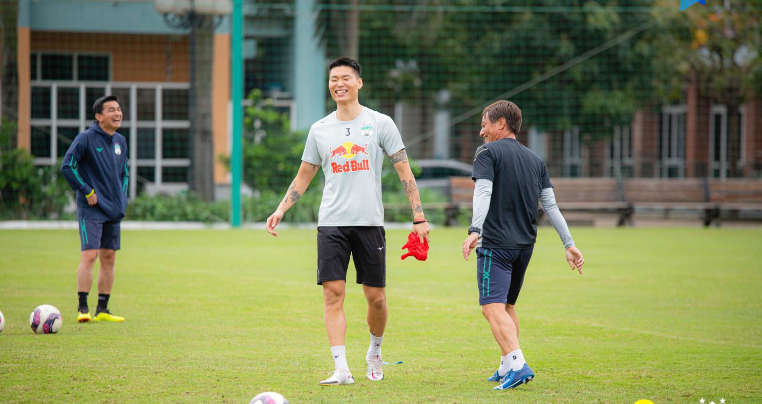 HAGL, V-League, Kim Dong Su, bóng đá Việt Nam, trực tiếp bóng đá, Kiatisak