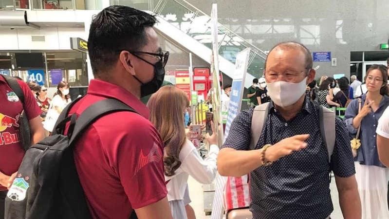 Báo Thái thích thú khi Kiatisak mời HLV Park Hang Seo xem HAGL thi đấu