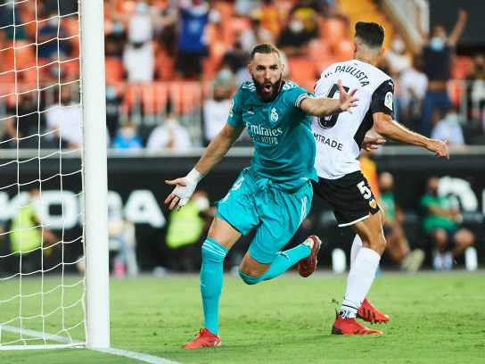 Valencia 1-2 Real Madrid: Vinicius và Benzema tỏa sang, Real ngược dòng chiến thắng