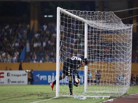 Mắc sai lầm, Tiến Dũng khó còn cơ hội ở Hà Nội FC