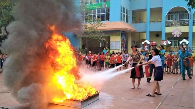 3 trẻ mầm non bị bỏng trong lúc học kỹ năng thoát hiểm khi cháy nổ
