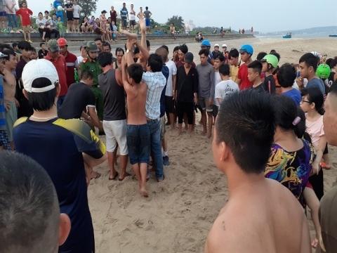 Bình Thuận: 4 người chết đuối khi tắm biển, 2 người mất tích