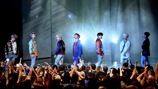 BTS, Blackpink, BTS và Blackpink thu tiền bản quyền, Kpop, Bts, blackpink, bts, Tiền bản quyền, Lưu diễn ở nước ngoài, BTS tin tức, bts world, bts game, blackpink youtube
