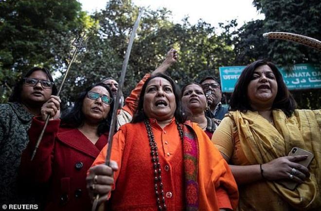 cưỡng bức tập thể, bị thiêu sống, Ấn Độ