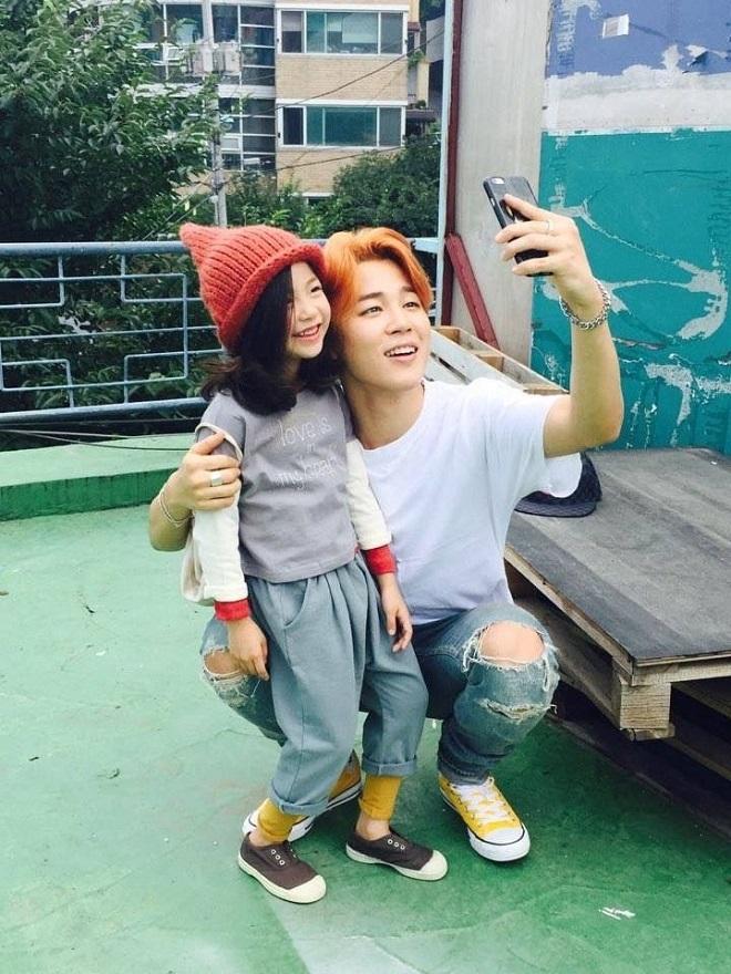 BTS, Jimin chuẩn soái ca, Hành động của Jimin BTS với ARMY nhí, BTS tin tức, Jimin nhà BTS và một ARMY, sự quan tâm của BTS đến các ARMY