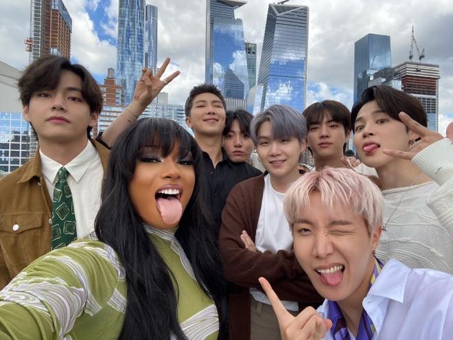 BTS, BTS tin tức, BTS thành viên, Kpop, ARMY, BTS New York, BTS New York 2021, BTS idol, BTS profile, BTS V, BTS Jimin, BTS J-Hope, Megan Thee Stallion, BTS youtube