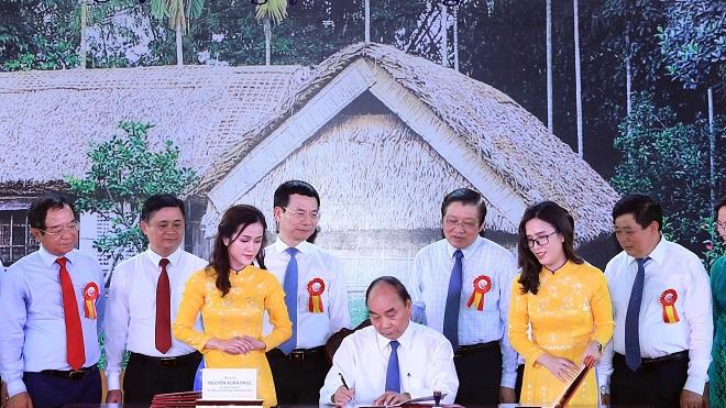 Thủ tướng ký phát hành đặc biệt bộ tem bưu chính kỷ niệm 130 năm Ngày sinh Chủ tịch Hồ Chí Minh