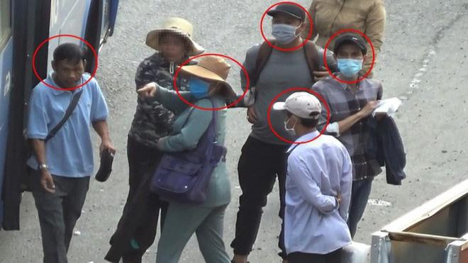 Bắt băng nhóm chuyên dàn cảnh móc túi hành khách đi xe buýt tại TP HCM